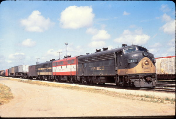 FP7 42, F7B 132, and F7A 47 at Springfield, Missouri in June 1968 (Golden Spike Productions)