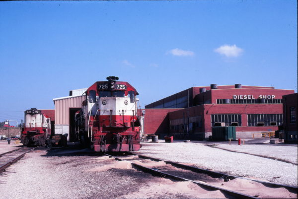 GP35 725 and U25B 821 at Springfield, Missouri in September 1978