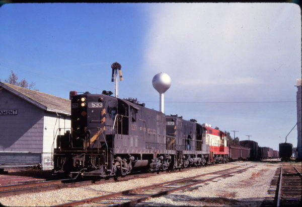 GP7s 533 and 573 at Altamont, Kansas in December 1969 (Golden Spike Productions)