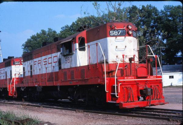 GP7 587 at Ashdown, Arkansas in June 1976 (Kenneth Ardinger)