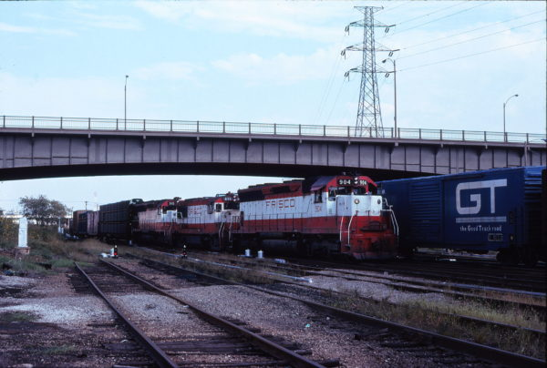 SD45 904, U25B 811 and SD45 915 at St. Louis, Missouri in September 1978