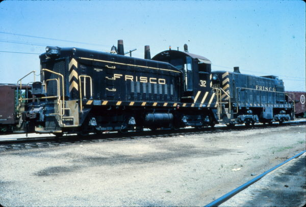 SW9 312 and S-2 292 at Memphis, Tennessee in May 1966 (Vernon Ryder)