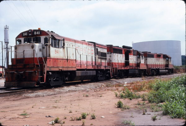 U30B 841, GP35 713 and GP38 655 at Tulsa, Oklahoma in August 1977