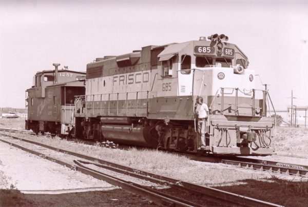 GP38-2 685 and Caboose 1257