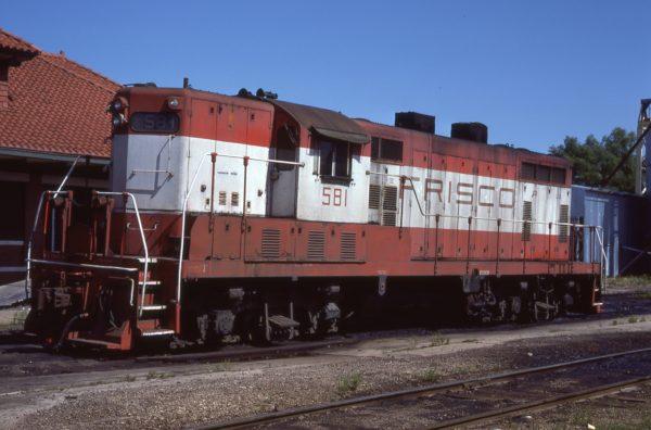 GP7 581 at Paris, Texas on May 21, 1977