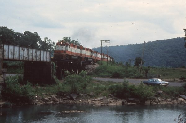 GP38-2 679 and GP-38 636 at Mountainburg, Arkansas in April 1976 (Mike Condren)