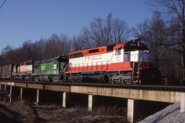 SD45 6691 and U30B 5780 at Iuka, Mississippi in January 1981 (Lon Coone)