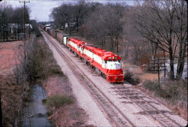 GP38-2s 447 and 431 with two other GP38-2s on a freight train at Memphis, Tennessee in April 1975 (Al Chione)