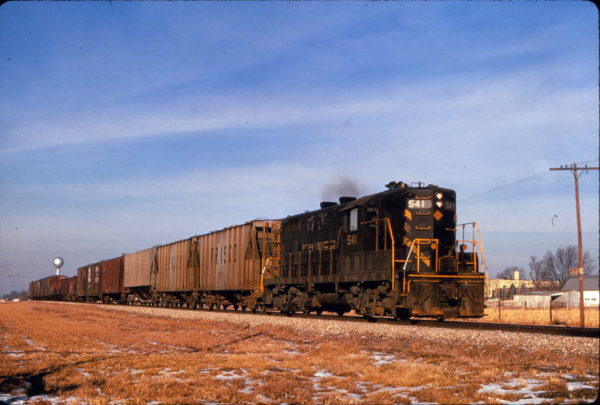 GP7 541 on a local freight near Tulsa, Oklahoma in February 1970 (Al Chione)