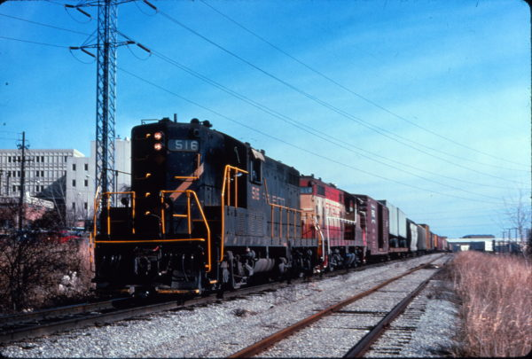 GP7s 516 and 514 pull a freight train at Dallas, Texas on February 8, 1976 (Al Chione)