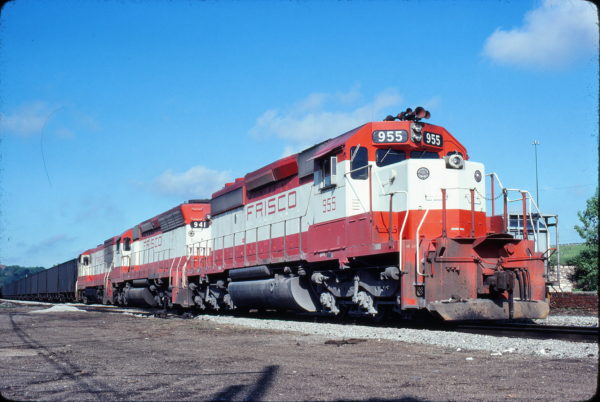 SD40-2 955 and SD45 941 at Kansas City, Missouri in May 1980 (Jim Wilson)