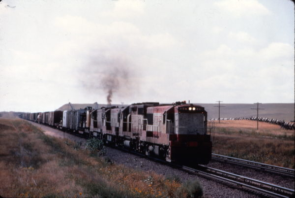 U25B 806 on an eastbound U.P. freight leaving Speet, Wyoming in August 1969 (Al Chione)