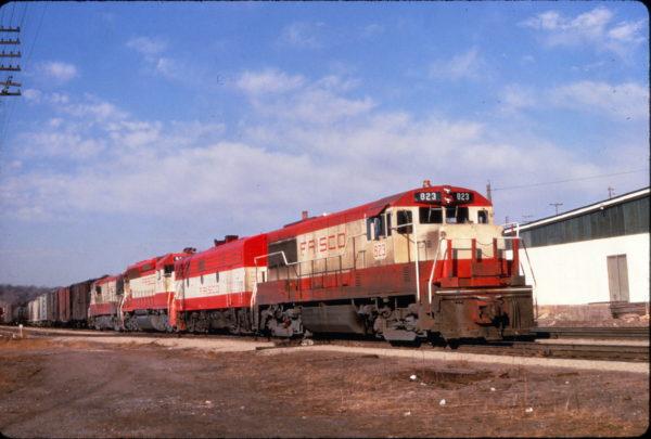 U25B 823 leading a freight train at Kansas City, Missouri on March 24, 1967 (Al Chione)
