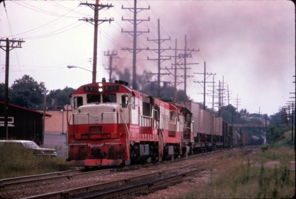 U25B 831 leads a freight train at St. Louis, Missouri on July 11, 1971 (Al Chione)