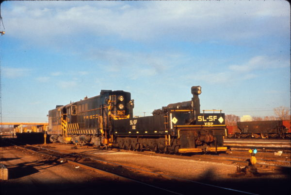 H-10-44 281 and Brake Sled X82 switching at Tulsa, Oklahoma in December 1960 (Al Chione)