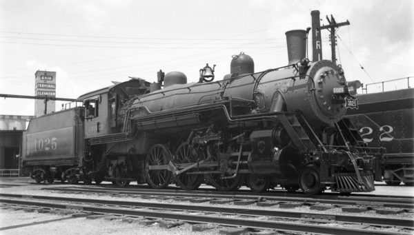 4-6-2 1025 at Enid, Oklahoma on June 21, 1938 (Ralph Graves)