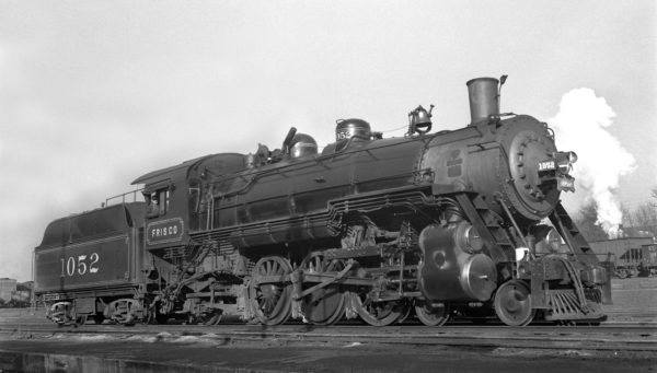 4-6-2 1052 at Lindenwood Yard, St. Louis, Missouri on March 25, 1940 (Ivan W. Oaks)