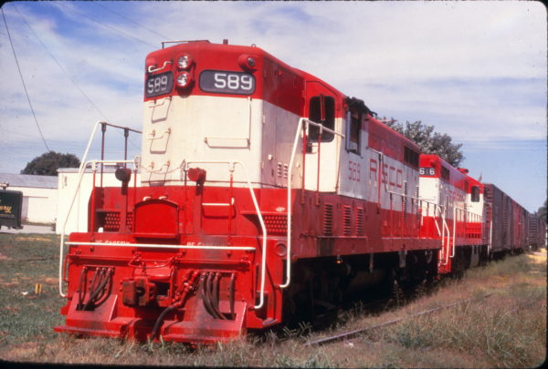 GP7s 589 and 616 at Rogers, Arkansas on August 11, 1968