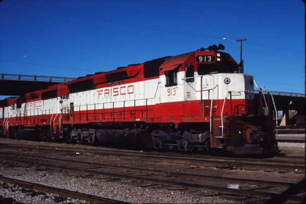 SD45 913 and GP40-2 752 at Enid, Oklahoma on November 8, 1980 (Gene Gant)