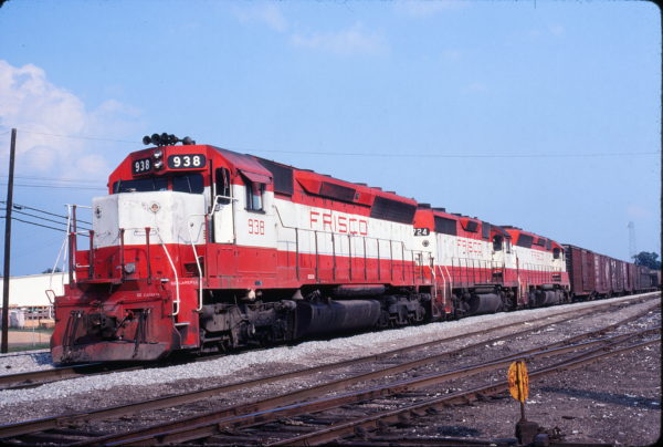 SD45 938 and GP35 724 at Amory, Mississippi in June 1980 (David Hurt)