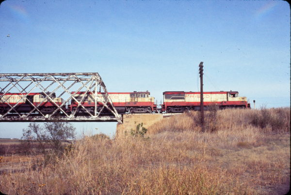 U25B 811 and U30B 844 at Ft. Worth, Texas in December 1977