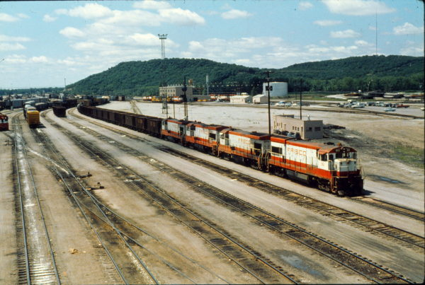 U30B 861 and B30-7 866 at Tulsa, Oklahoma in May 1980 (Trackside Slides)