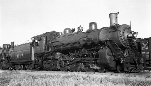 4-6-2 1015 at Enid, Oklahoma on June 25, 1940 (Ralph Graves)