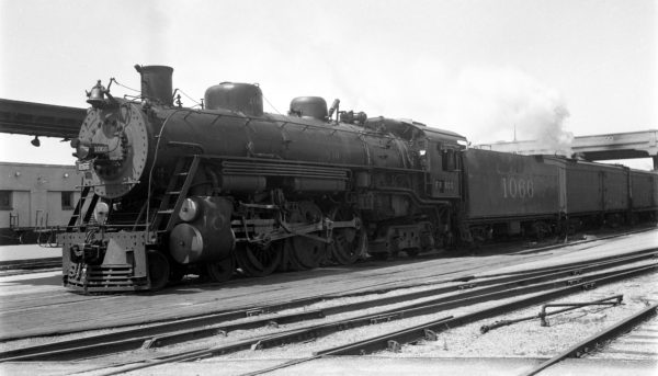 4-6-4 1066 at Springfield, Missouri on December 2, 1951 (Arthur B. Johnson)
