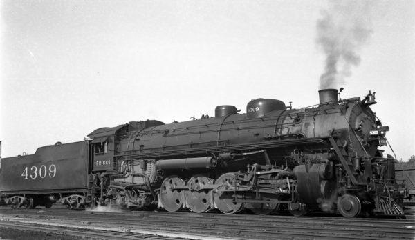 4-8-2 4309 at Lindenwood Yard, St. Louis, Missouri in 1939 (R.H. Kennedy)
