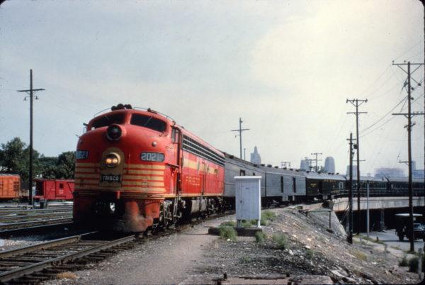 E8A 2021 (Gallahadion) on the Sunnyland at Kansas City on July 28, 1964 (Al Chione)