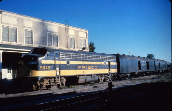 FP7 5045 on the Meteor connection at Fort Smith, Arkansas on August 26, 1962 (Al Chione)