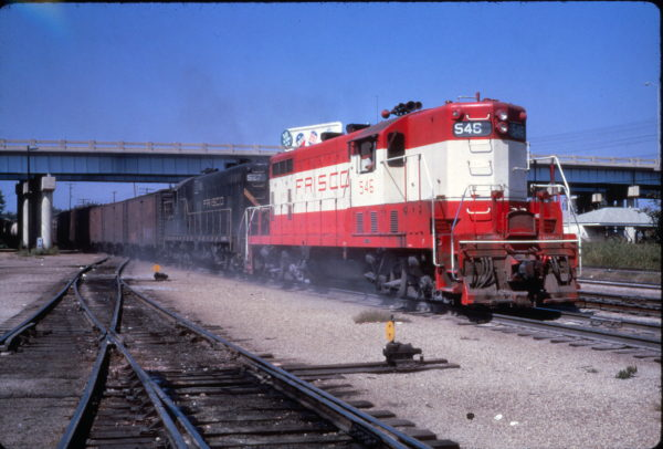 GP7s 546 and 527 on a freight at Memphis, Tennessee on September 30, 1968 (Al Chione)
