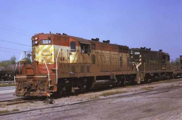 GP7s 561 and 559 at Mobile, Alabama (date unknown) (E.C. Anderson)