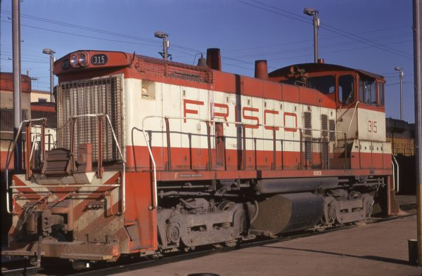SW1500 315 at Memphis, Tennessee in April 1974 (Steve Forrest)