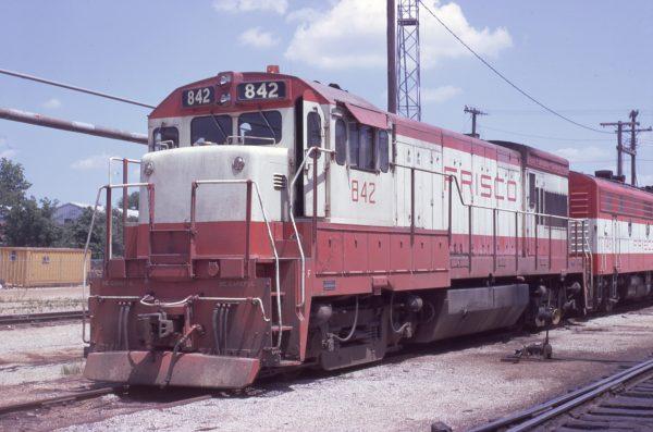 U30B 842 at Springfield, Missouri on May 17, 1972 (Jim Wilson)