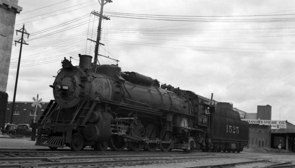 4-8-2 1525 at Tulsa, Oklahoma in the late 1940s