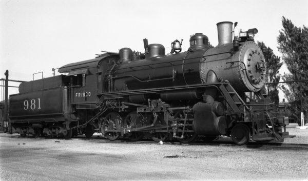 2-8-0 981 at Tulsa, Oklahoma on October 2, 1938 (Ralph Graves)