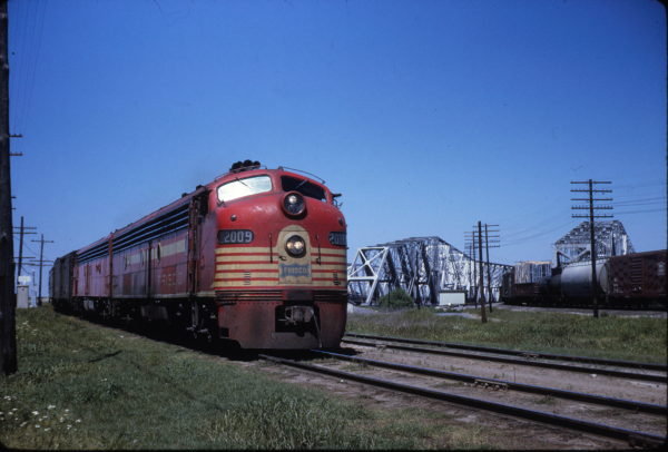 E8 2009 (Jet Pilot) on Train 105 Southbound having just crossed Mississippi River bound for Memphis, Tennessee in May 1965 (William White)