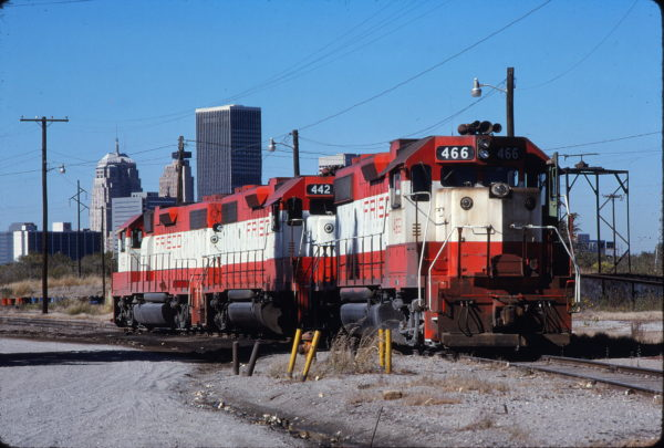 GP38-2s 466, 442 and 435 at Oklahoma City, Oklahoma on October 31, 1980 (Bill Bryant)