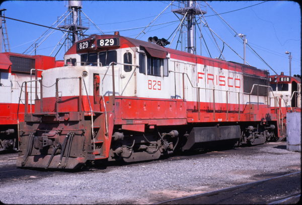 U25B 829 at Memphis, Tennessee in July 1975