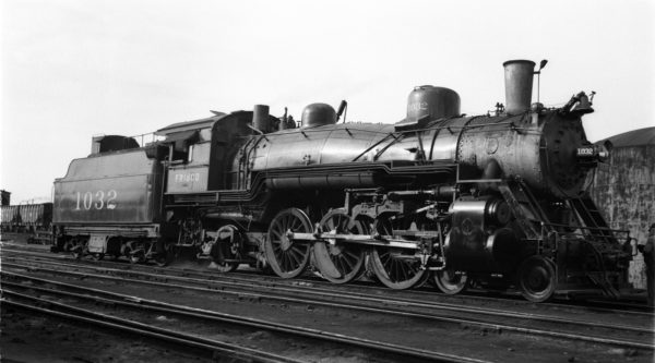 4-6-2 1032 at Springfield, Missouri on December 5, 1946