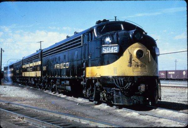 FP7 5042 at the Memphis, Tennessee washrack on March 12, 1967 (Al Chione)