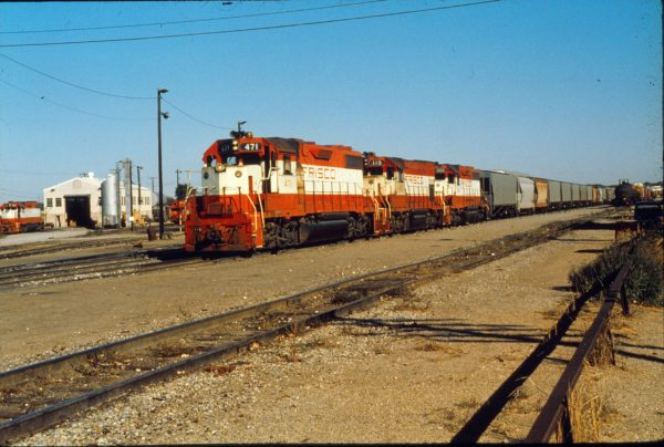 GP38-2 471, GP15-1 110 and GP38-2 666 on train 537 at Oklahoma City, Oklahoma on October 25, 1980  (David Moore - Trackside Slides)