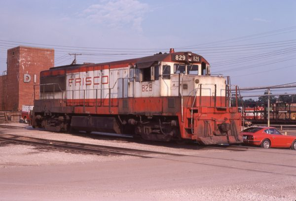 U25B 829 at Springfield, Missouri in July 1978