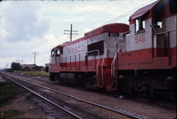 U30B 853 at Springfield, Missouri in August 1973