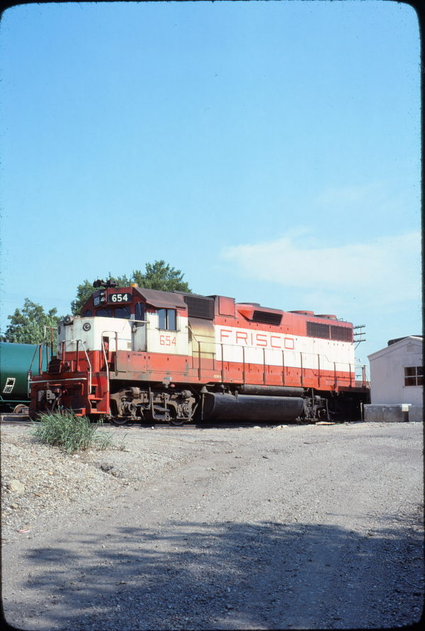 GP38AC 654 at Okmulgee, Oklahoma in September 1977 (David Stray)