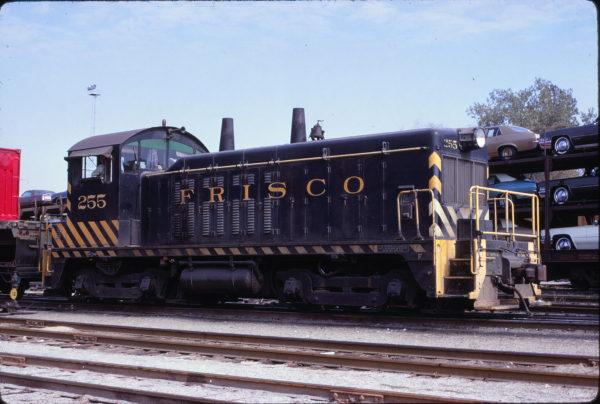 NW2 255 at St. Louis, Missouri on October 25, 1969 (Joe Brockmeyer)