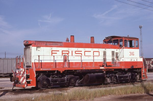 SW1500 316 at Memphis, Tennessee in December 1980 (Lon Coone)