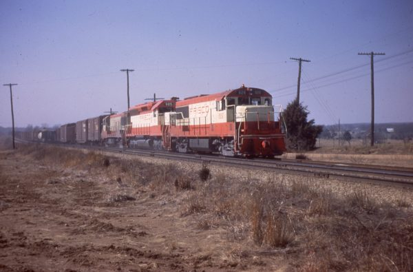U25B 826 and SD45 905 at Dillon, Missouri on February 26, 1967 (Mike Condren)