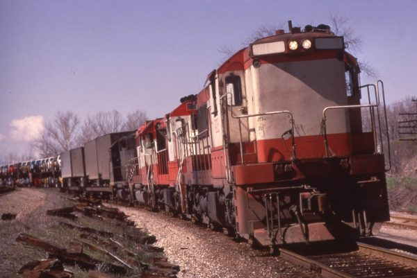 U25B 806 at Valley Park, Missouri on March 31, 1973 (Al Chione)